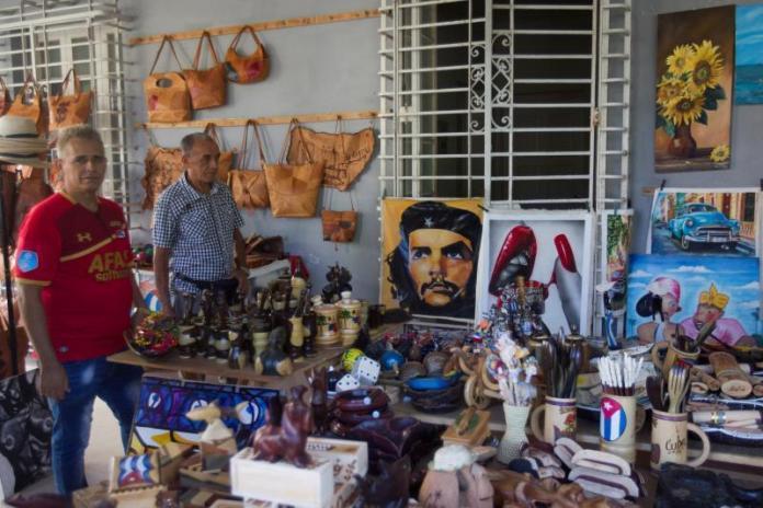Cuba desata de manos al sector privado eliminando lista de empleos permitidos