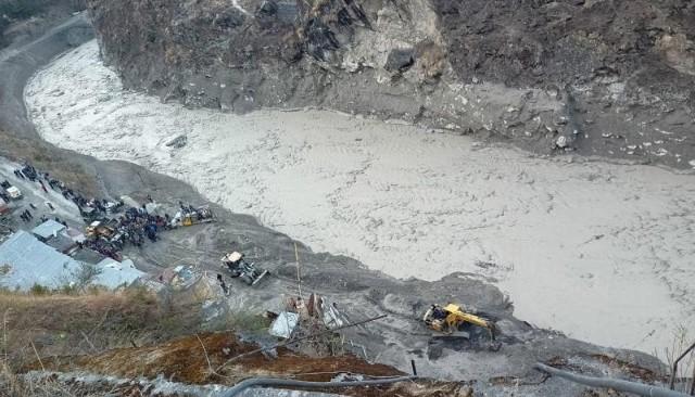 Continúa búsqueda de unos 150 desaparecidos en avalancha y confirman 14 muertos