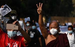 Convocan manifestaciones en Birmania en desafío a la ley marcial