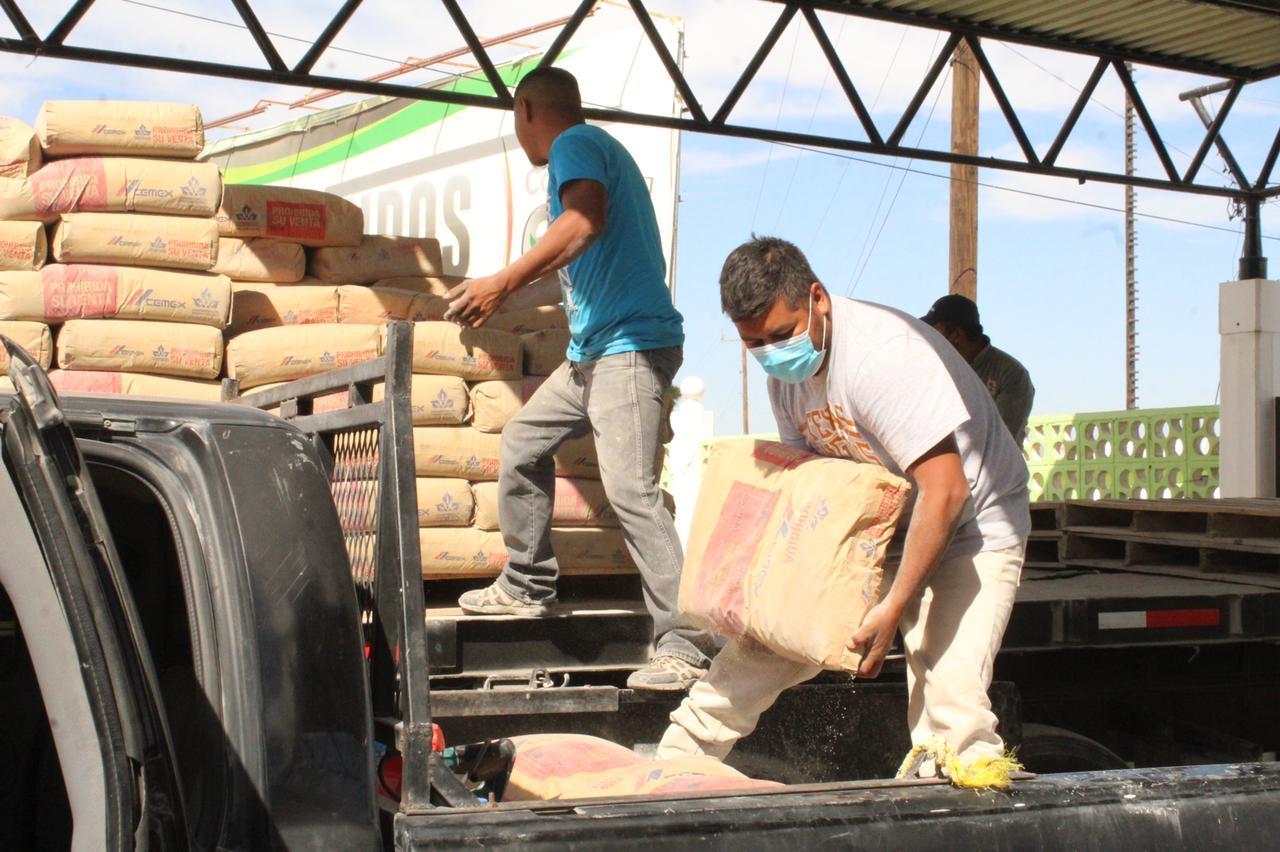 Reciben 13 familias material subsidiado en San Buenaventura