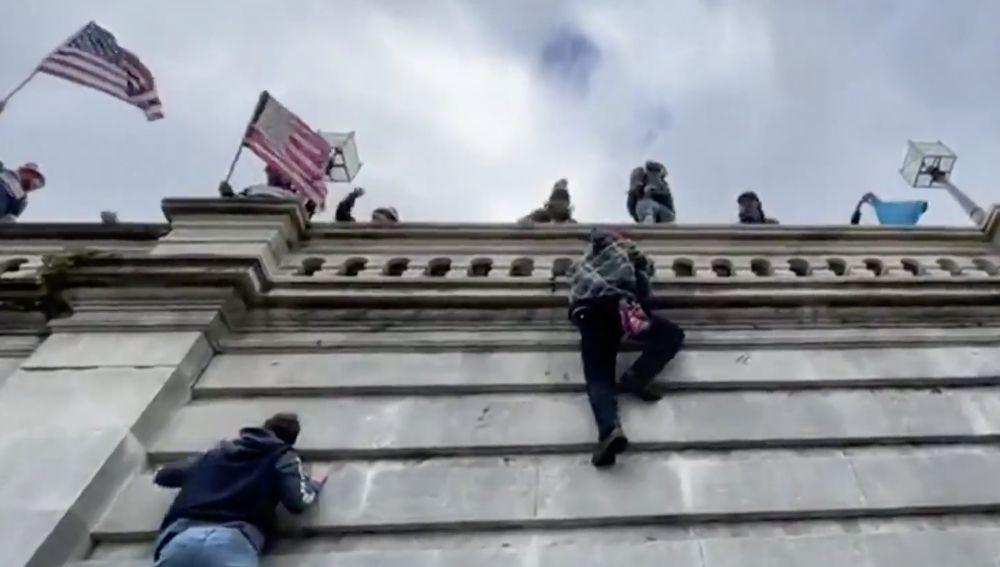 Un vídeo del asalto al Capitolio deja en silencio al Senado