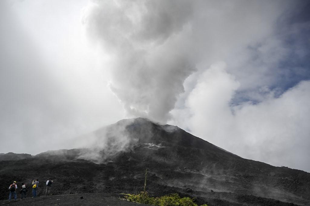 Guatemala declara alerta amarilla por actividad alta del volcán Pacaya