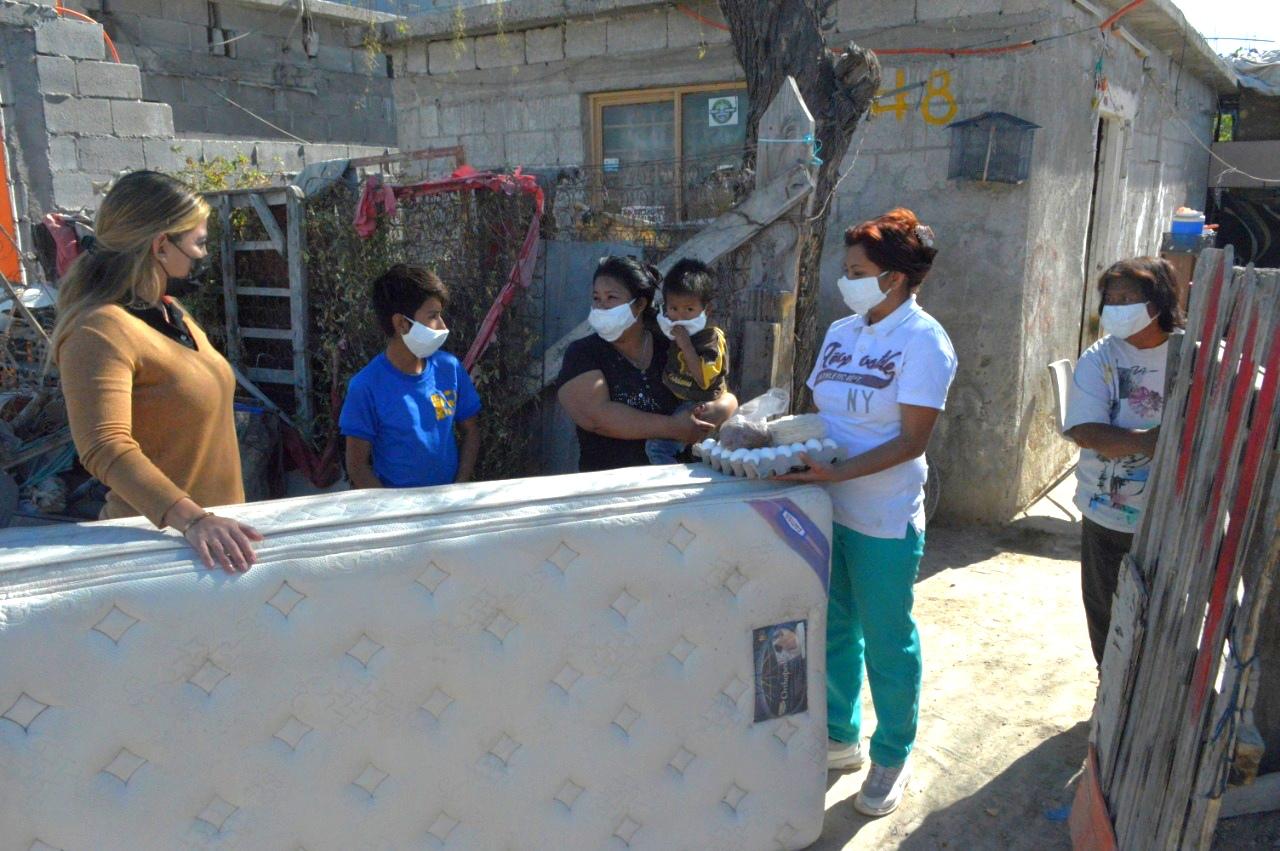 Recibe familia de la  Morelos ayuda de DIF en Frontera