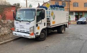 Asaltan camión repartidor de Oxígeno, se llevan 5 tanques