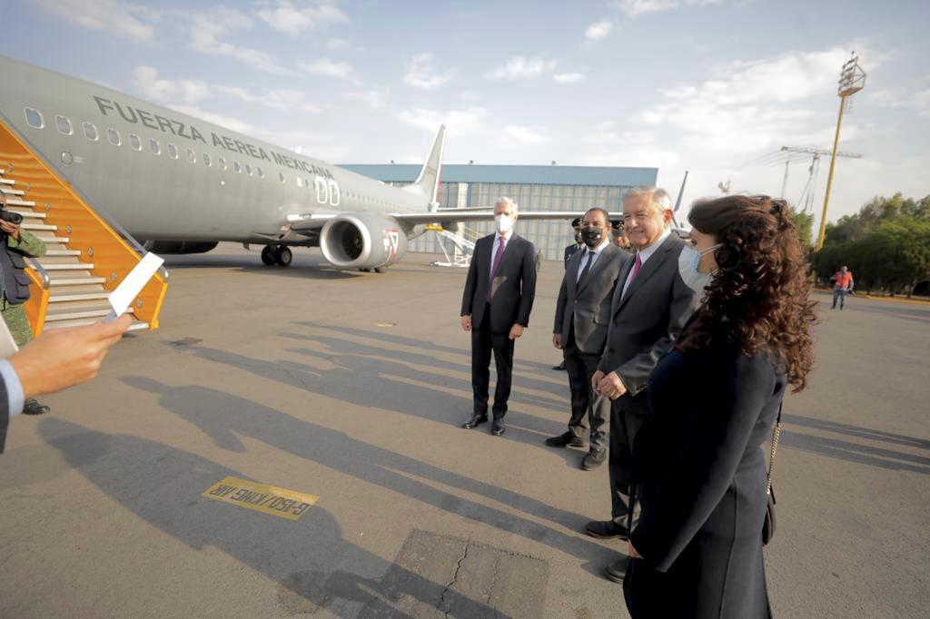 AMLO: Llegará en avión al aeropuerto de Santa Lucía