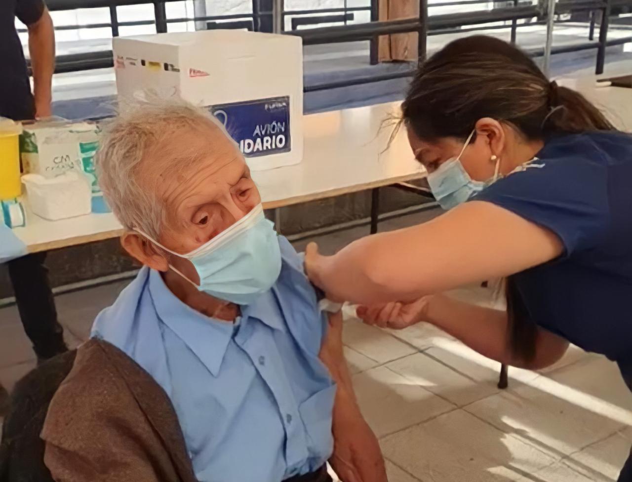 Desconocen adultos mayores proceso de vacuna