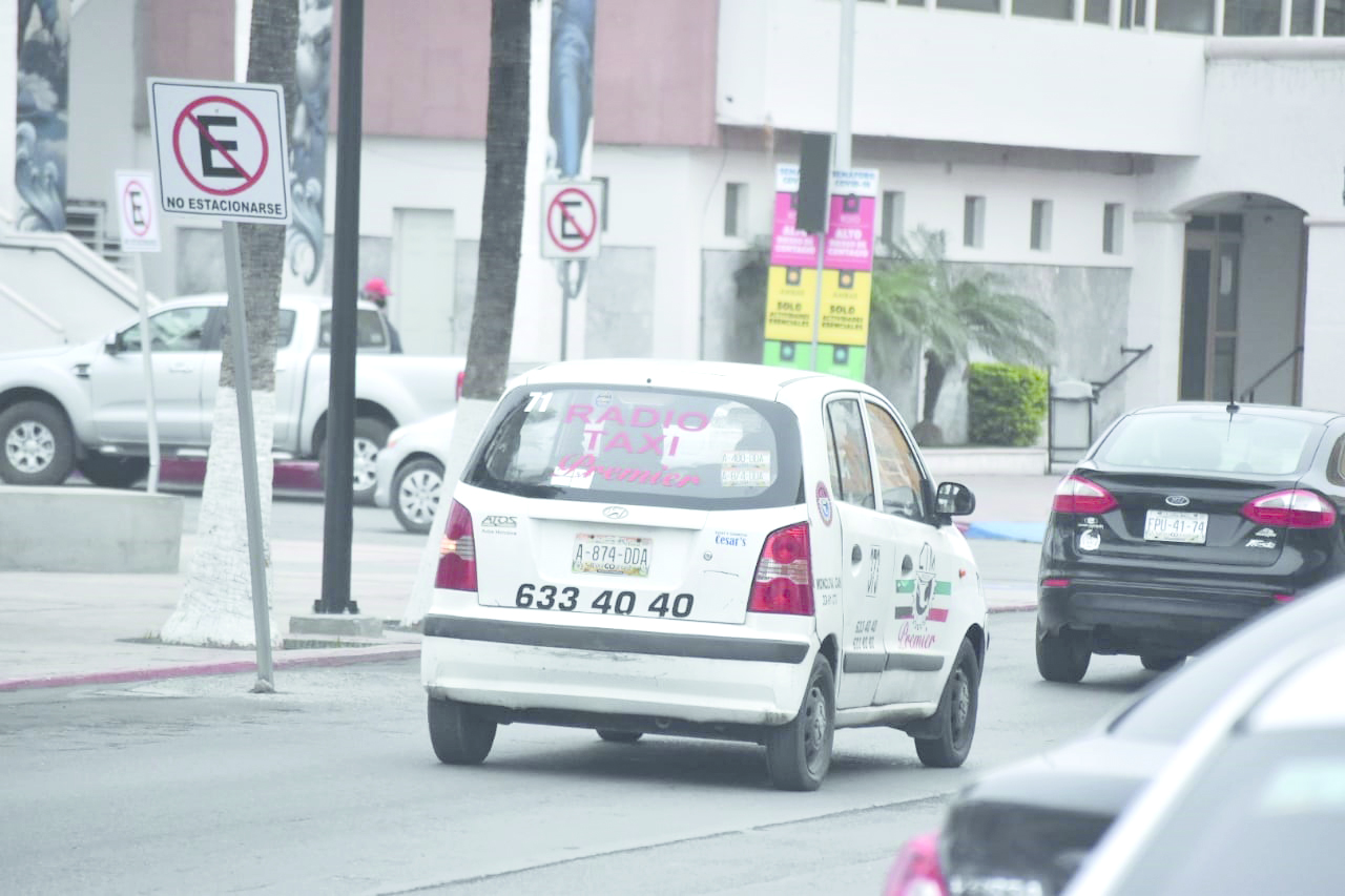 Taxistas de Monclova hacen lo imposible para no dejar de subsistir