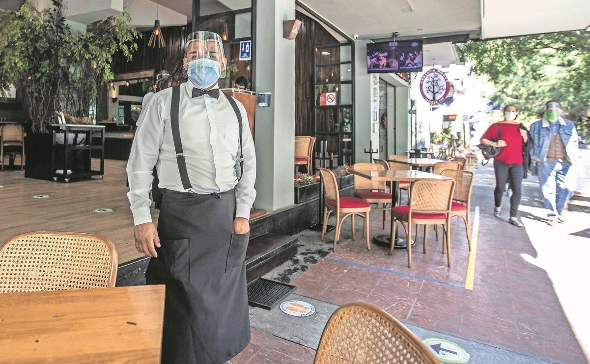 Restaurantes de CDMX piden operar con comensales al interior
