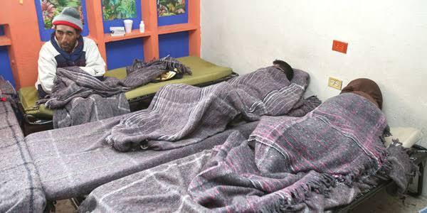 Con hules protegen a familias que viven en 'jacalitos' de Cuatro Ciénegas