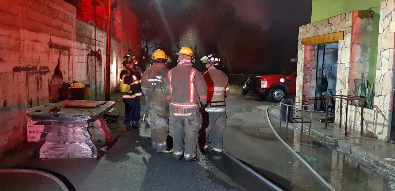 Se incendia carpintería en el Fraccionamiento Azteca de Monclova