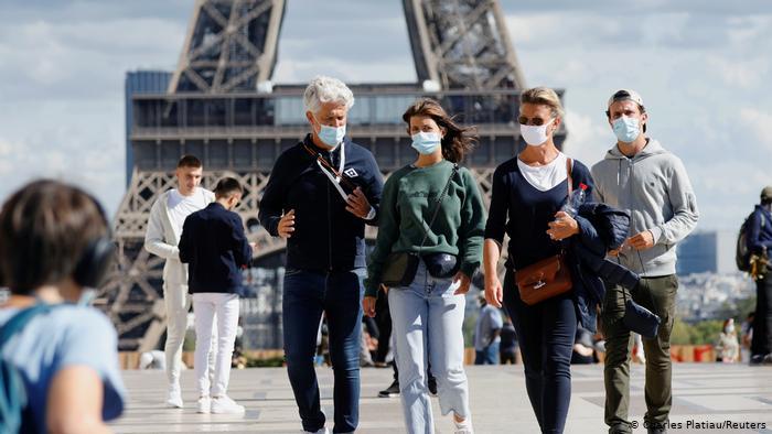 Francia baja de los 20,000 contagios diarios