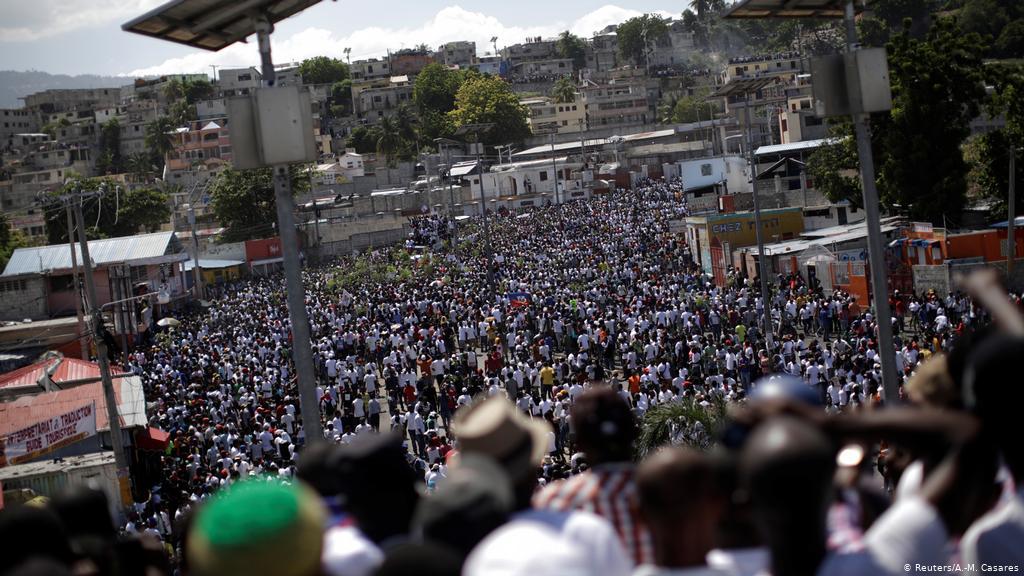 Al menos un muerto y un herido en manifestación multitudinaria en Haití