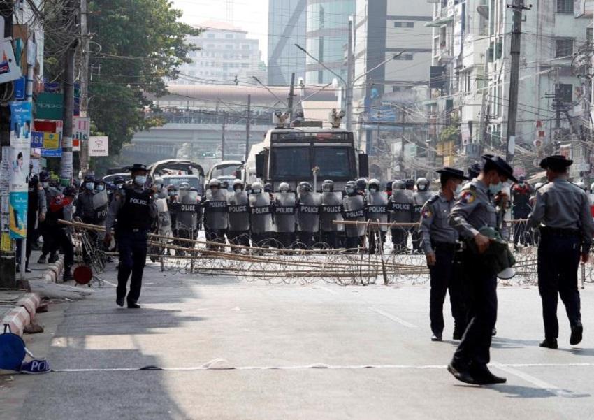 La junta militar birmana corta internet por segunda noche consecutiva
