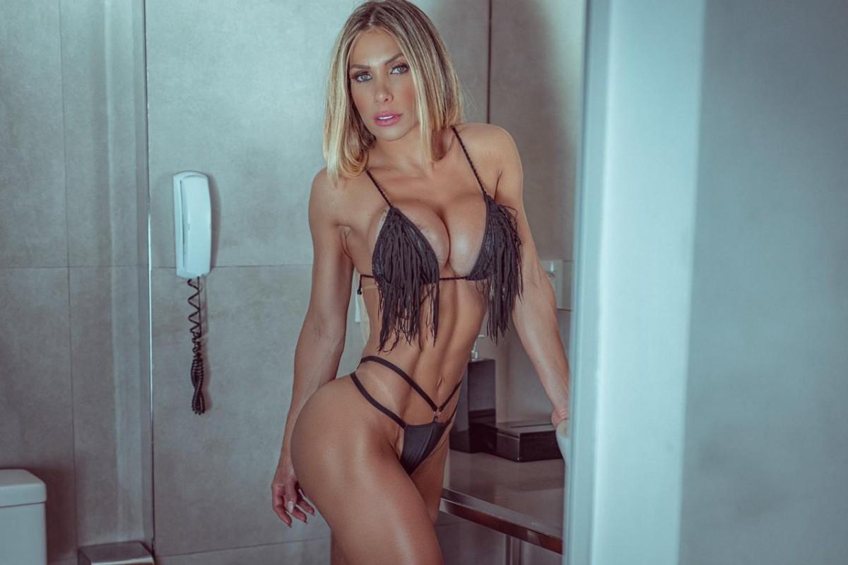 Carolina Azevedo: Reprocha que hombres critiquen y no se exijan igual