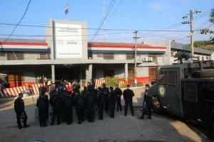 Presos toman guardias como rehenes en motín en la mayor cárcel de Paraguay