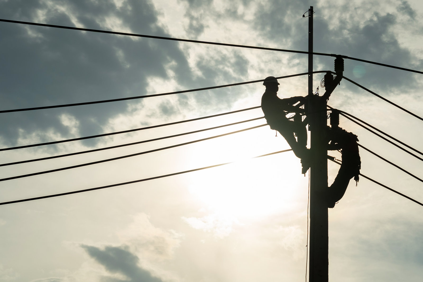 CFE: 'Disminuye afectación por apagón; faltan 6 mil por reconectar'