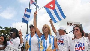 Cubanos piden a Biden que no suavice politica hacia Cuba si no hay cambios