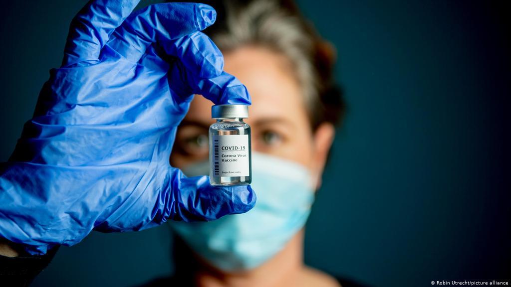 América acelera la vacunación y bajan los contagios globales de la covid-19