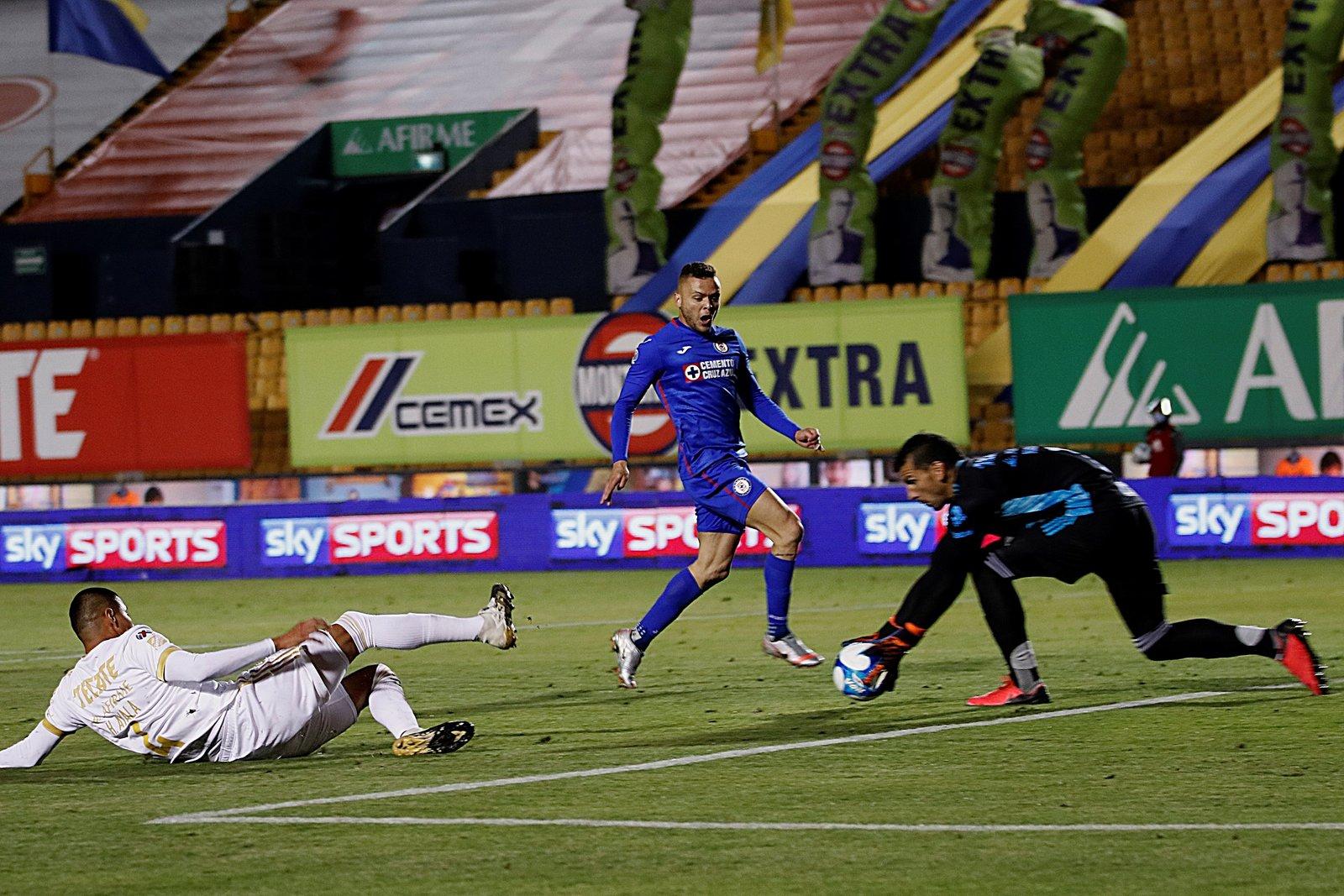 Cruz Azul arrolló a los Tigres