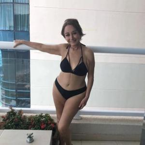 'La chilindrina' se destapa y posa en bikini a los 70 años