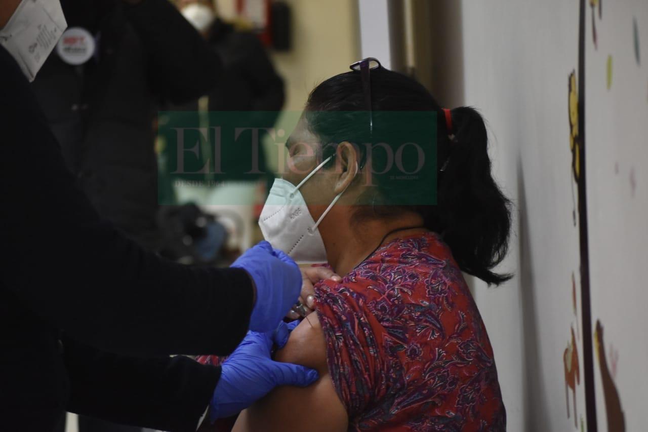 111 trabajadores del Amparo Pape en Monclova esperan vacuna