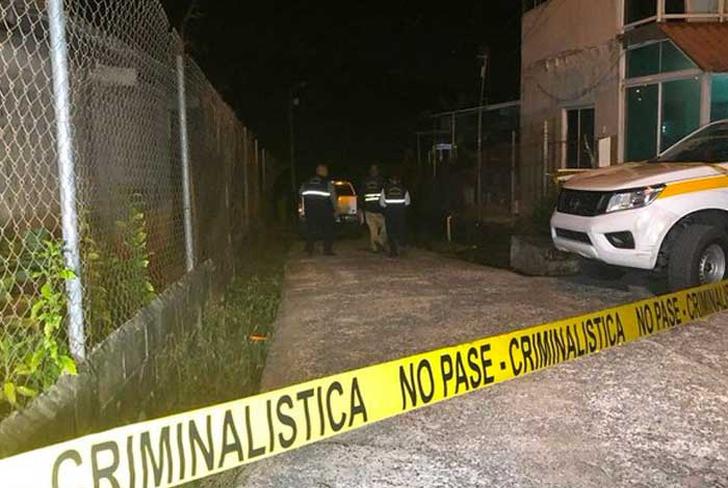 Asesinan a tiros a tres miembros de una familia dentro de su casa en Panamá