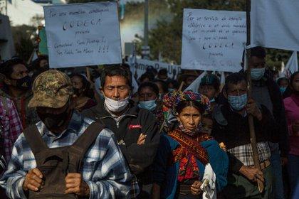 Indígenas y campesinos piden la renuncia del presidente de Guatemala