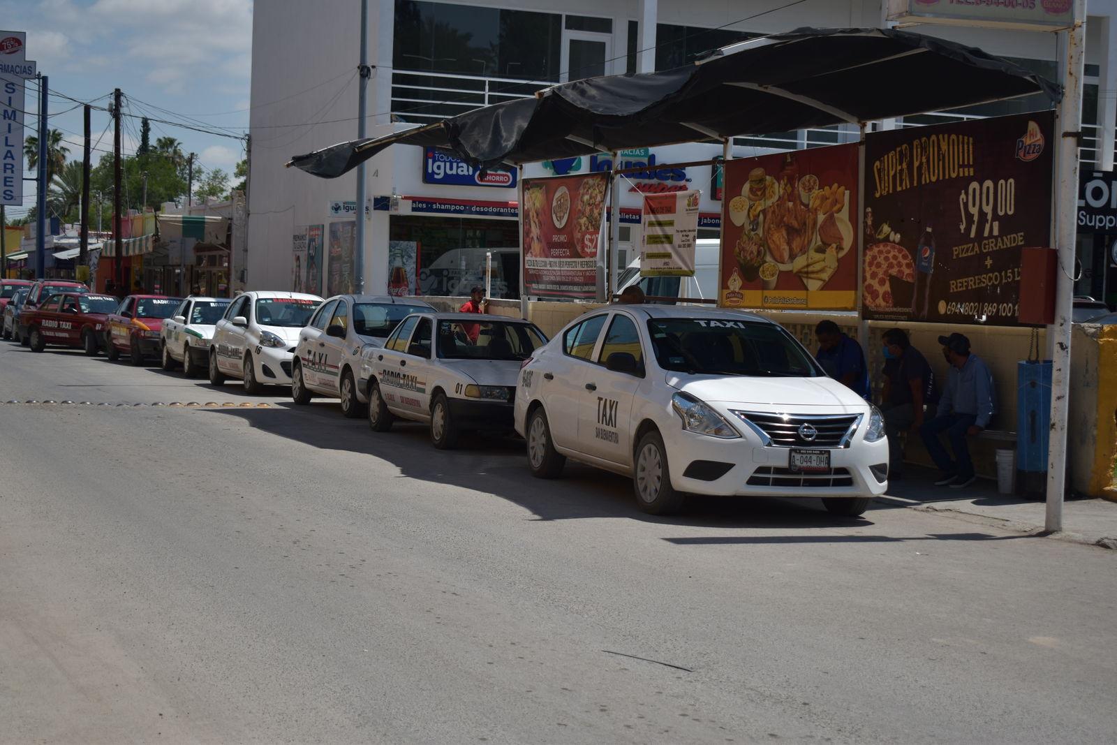 Aumentó la gasolina; taxistas de San Buenaventura exigen 5 pesos más a la tarifa