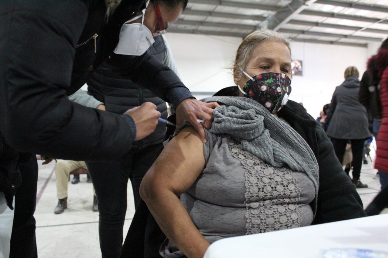 Desconocen adultos mayores cuando serán vacunados