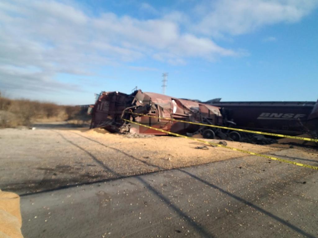 Descarrilan 11 vagones de ferrocarril en Nava