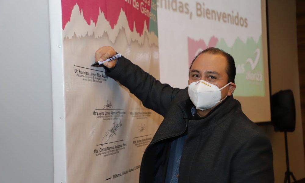 Rico Ávalos presenta solicitud de registro a gubernatura de SLP