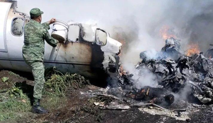 Se desploma avioneta de la Fuerza Aérea Mexicana en Veracruz; hay 7 muertos