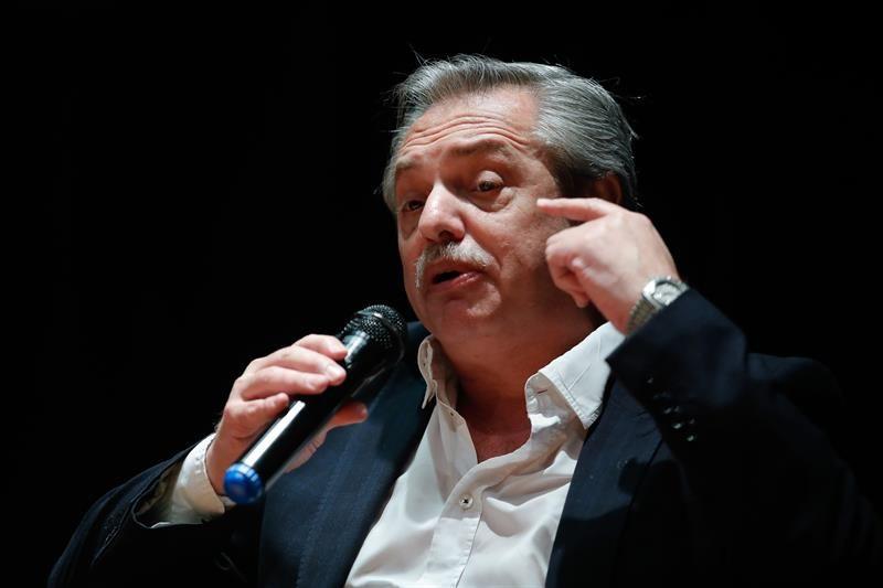 Fiscal imputa a exministro de Salud argentino por caso de 'vacunación VIP'