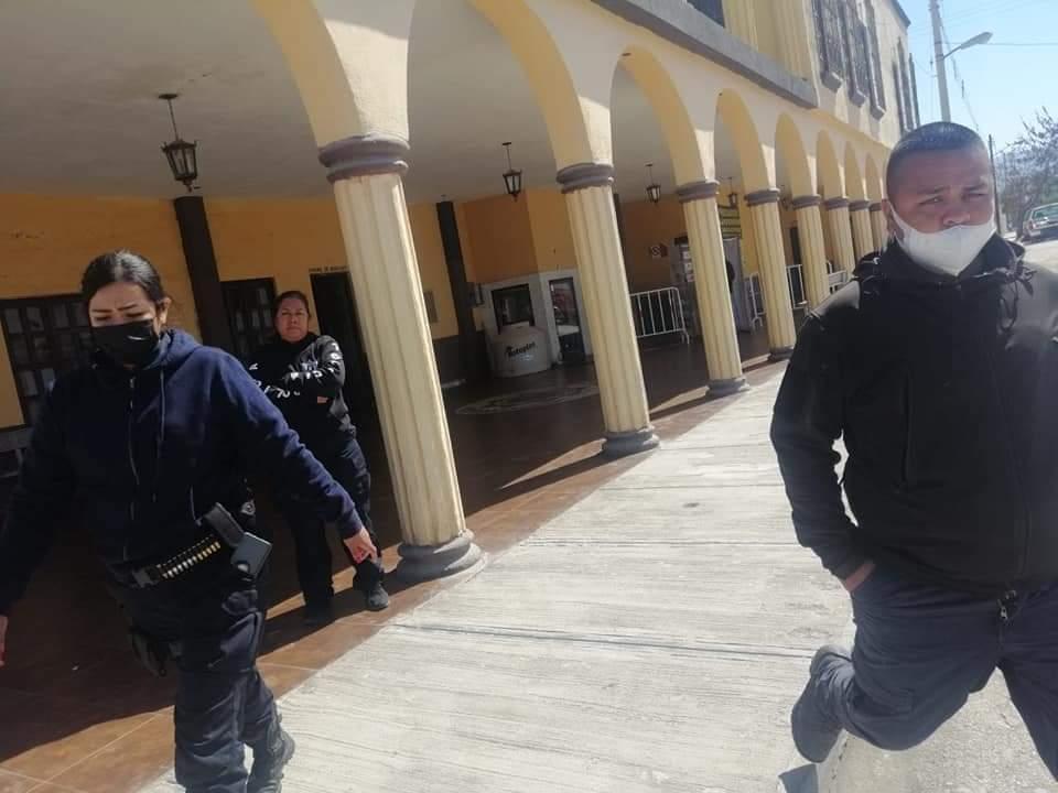Violentos policías de Frontera golpean y encarcelan a madre e hija