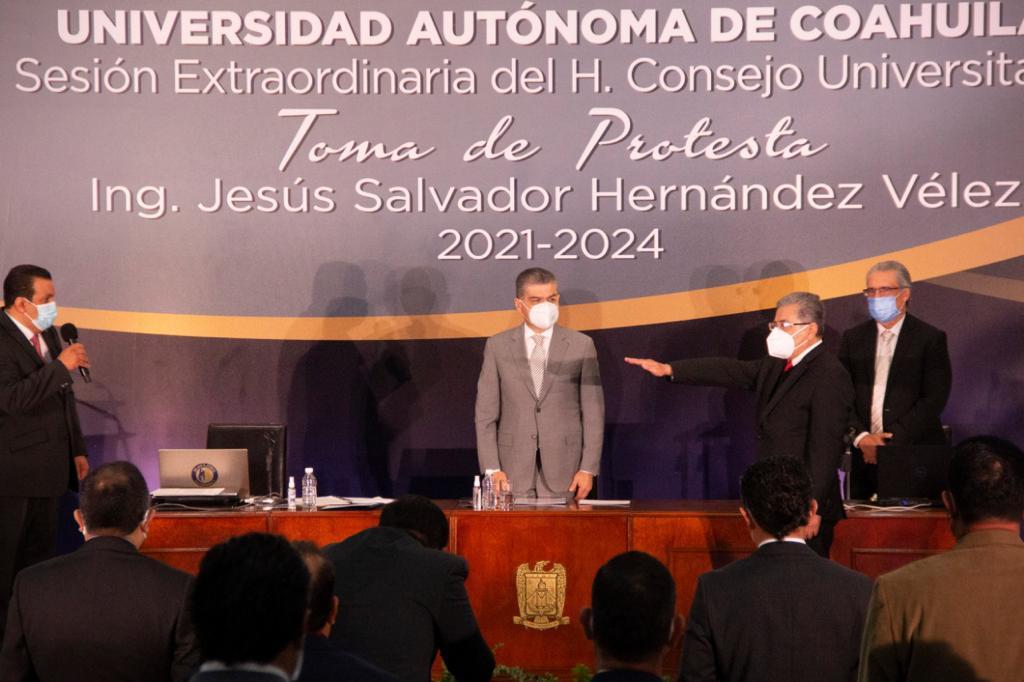 Exhorta Riquelme a  los universitarios trabajar por Coahuila