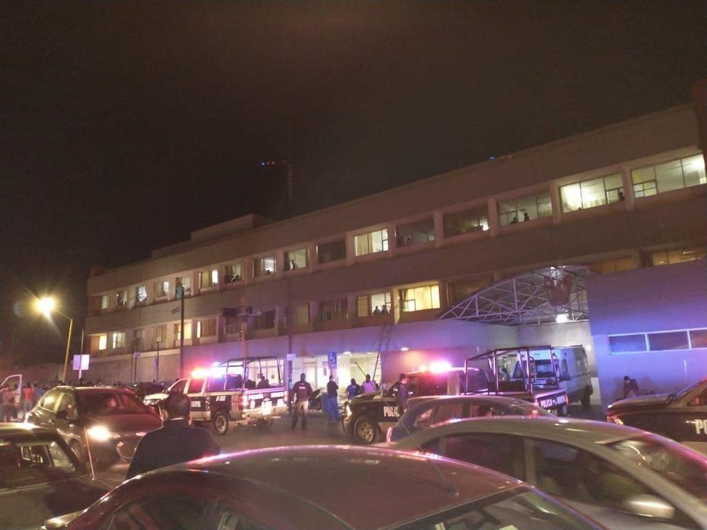 Mujer intentaba quitarse la vida desde el tercer piso del IMSS en Saltillo