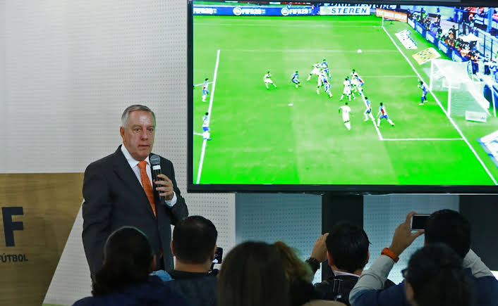 Arturo Brizio 'se olvida' de analizar el partido con más fallas