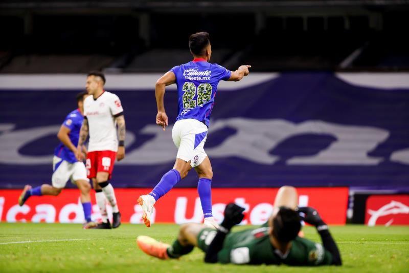 El argentino Fernández se declara 'muy feliz' en Cruz Azul tras paso por Boca