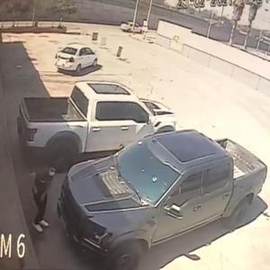 Intentan robar camionetas en Monclova a plena luz del día
