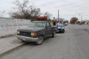 Choca a vehículo estático en Monclova