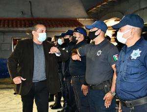 Invita Agustín a policías a trabajar por los monclovenses