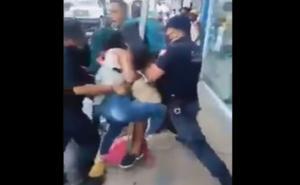 VIDEO: Policías de Pochutla agreden a pareja que no usaba cubrebocas