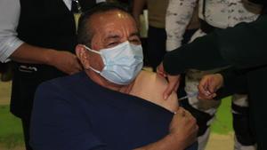 """""""No tengan miedo a  vacunarse"""": Alcalde  Agustín Ramos Pérez"""
