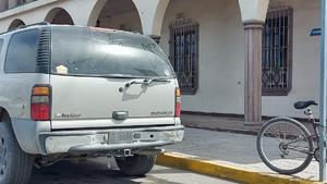 Venden por'face' placas falsas para autos chuecos