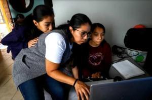 Enfermeras, doctoras y maestras en casa: Las mujeres en un año
