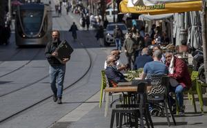 Abren restaurantes solo para vacunados en Israel