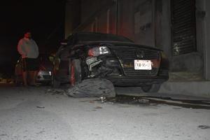 Le chocan vehículo estacionado