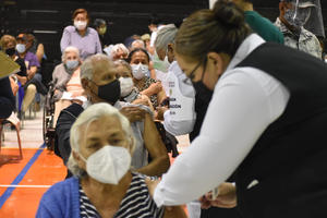 Reconoce alcalde 'tropezón' en la organización de vacuna