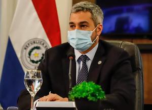 El presidente paraguayo da paso para sanear salud pública y crisis política