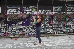 Mamá y hermana de joven desaparecida desde 2018, marchan en el 8M